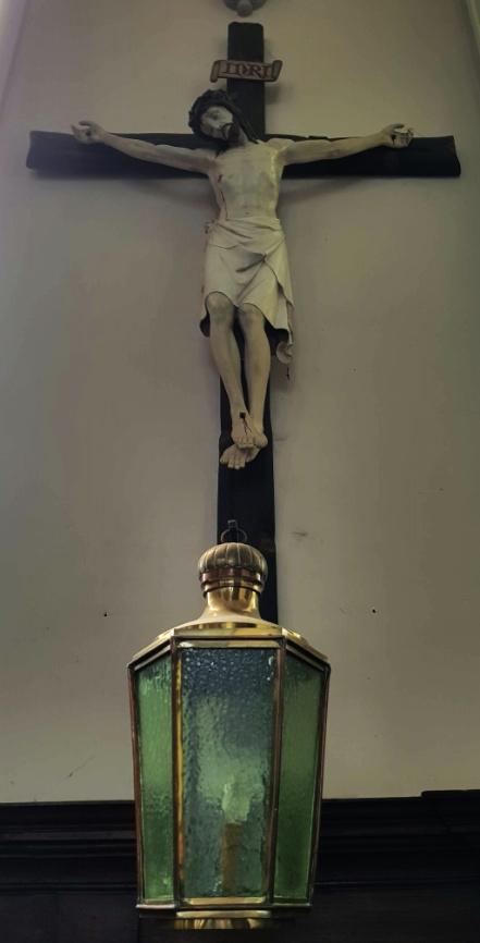 Kruisbeeld met lantaarn