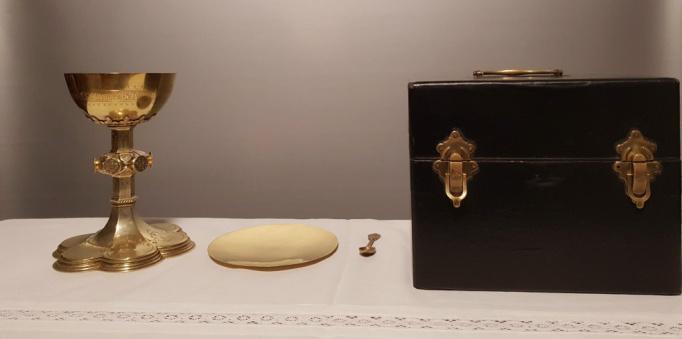 Liturgisch vaatwerk - Koffer met kelk