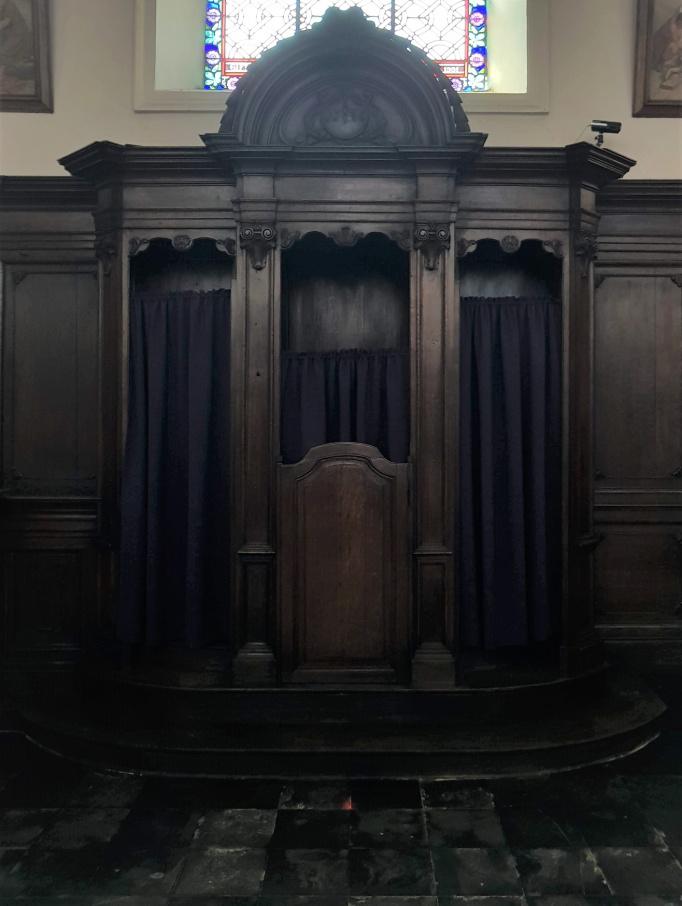 Religieus Meubilair - Biechtstoel Zuid achteraan