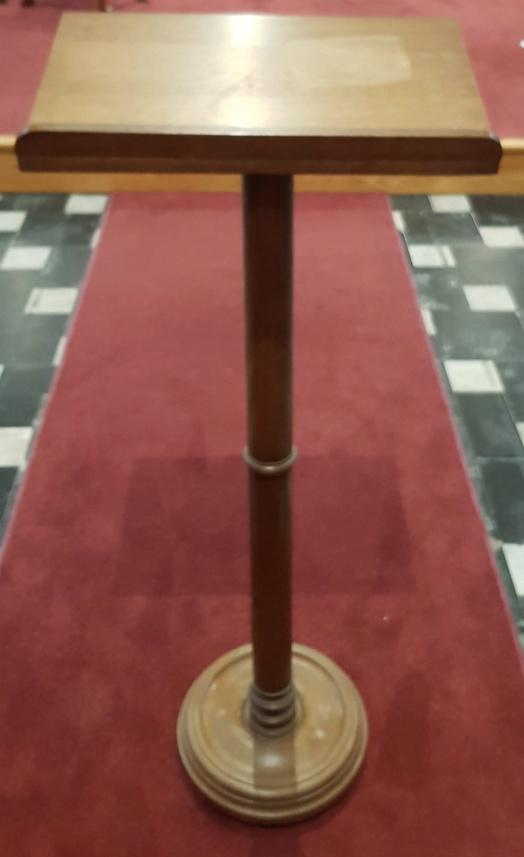Religieus Meubilair - Lezenaar