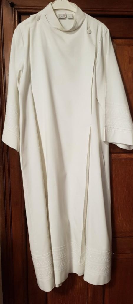 Religieus textiel - Albe of koorhemd