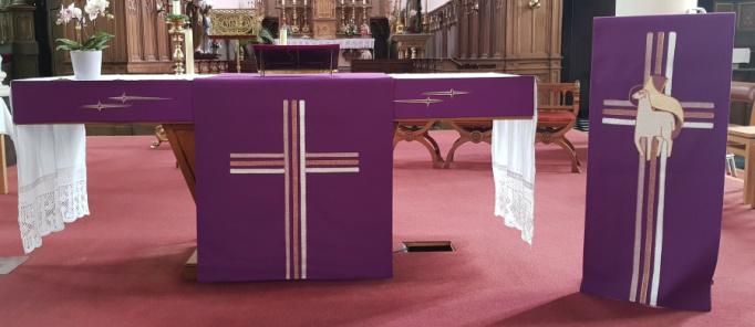 Religieus textiel - Altaarbekleedsel