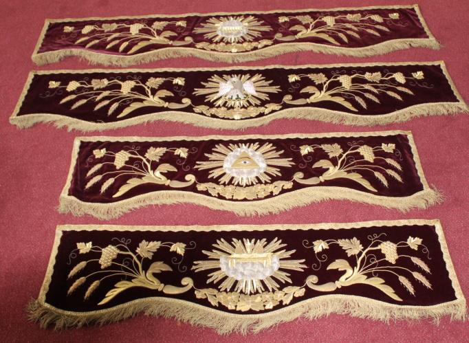 Religieus textiel - Baldakijnbekleding